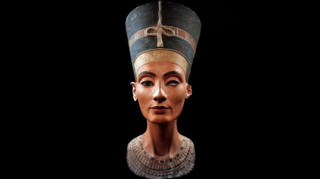 Qui était Nerfertiti, la femme du pharaon Akhenaton ?